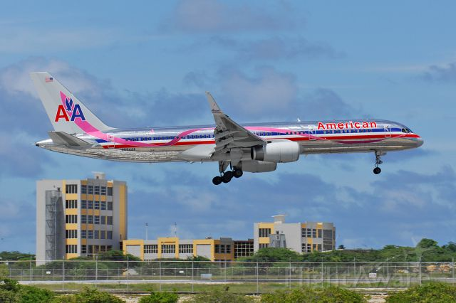 Boeing 757-200 (N664AA) - Gliding in to Aruba around 2008.