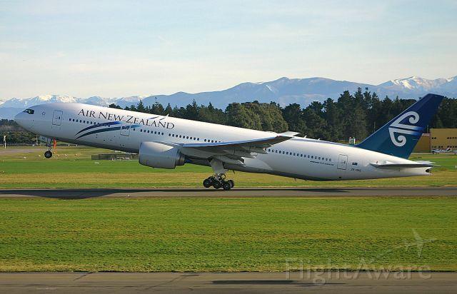 Boeing 777-200 (ZK-OKE) - ON 7 JUNE 2006