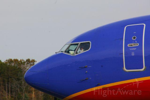 BOEING 737-300 (N343SW) - SWA 1606  departing KALB 10/31/11 15:37