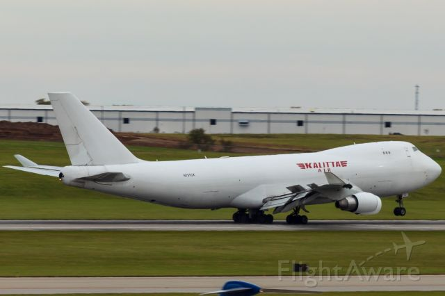 Boeing 747-400 (N701CK) - Kalitta putting the nose down onto CVG's 18L.