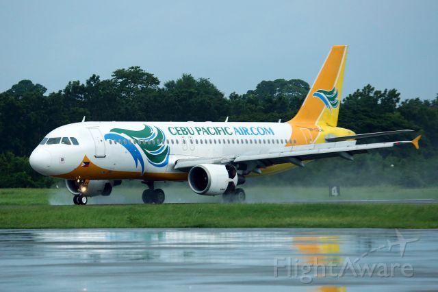 Airbus A320 (RP-C3244) - Landing in light rain on Rwy 27.