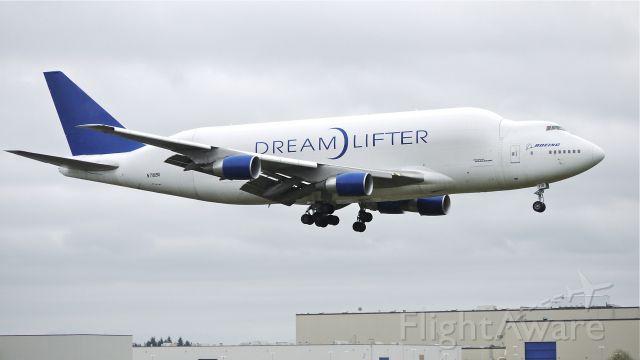 Boeing 747-400 (N718BA) - GTI4356 from KIAB on final to runway 16R on 4/18/13. (LN:932 cn 27042).