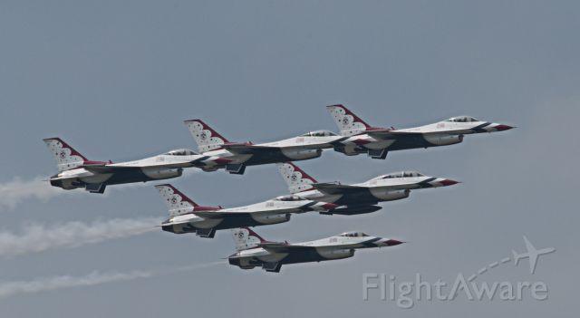 Lockheed F-16 Fighting Falcon (TBIRDS) - Thunder over Michigan KYIP