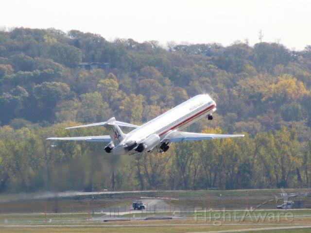 McDonnell Douglas MD-82 (N556AA)