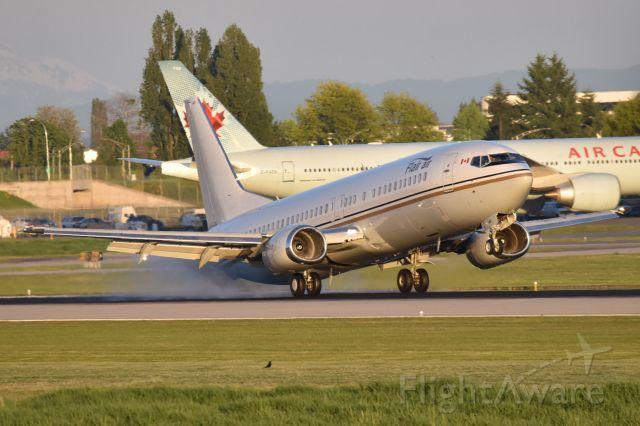 BOEING 737-400 (C-FLER)