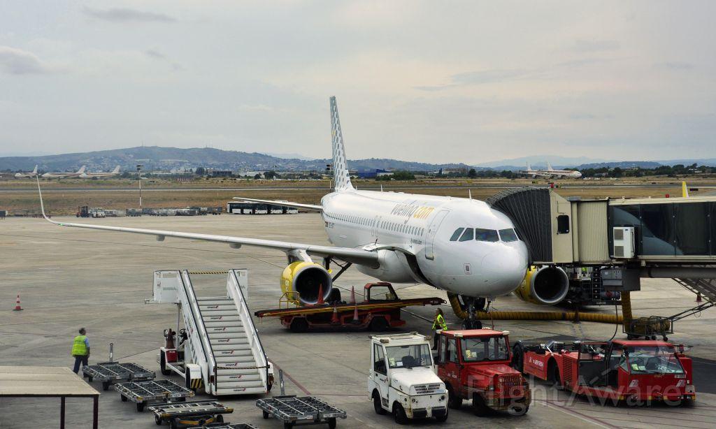 Airbus A320 (EC-LVT) - Vueling Airbus A320-232(WL) EC-LVT in Valencia