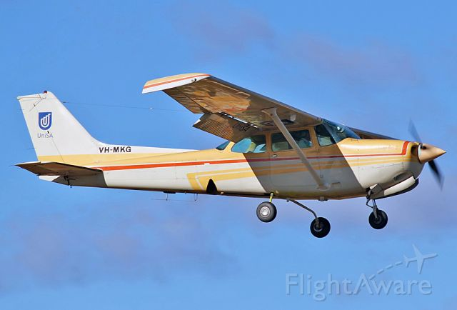 Cessna Cutlass RG (VH-MKG) - UNISA - UNIVERSITY OF SOUTH AUSTRALIA - CESSNA 172RG CUTLESS RG II - REG VH-MKG (CN 172RG-0795) - PARAFIELD AIRPORT ADELAIDE SA. AUSTRALIA - YPPF (22/4/2015)