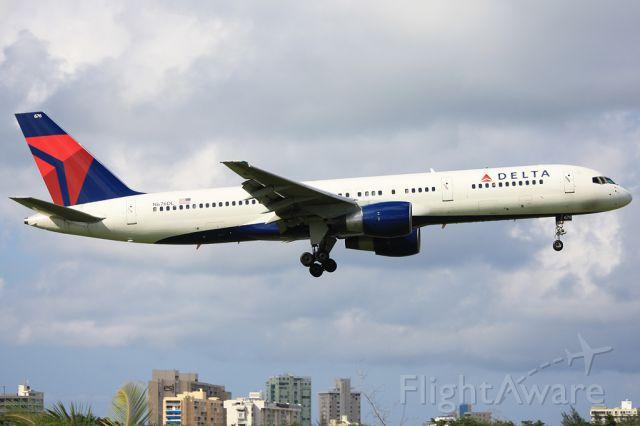 Boeing 757-200 (N676DL)