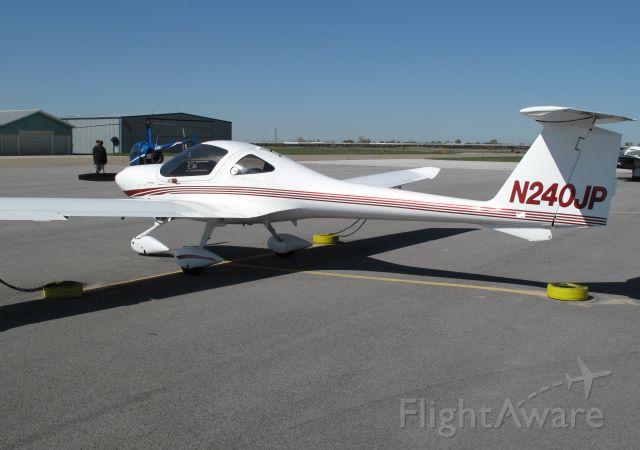 Cirrus SR-22 (N240JP)