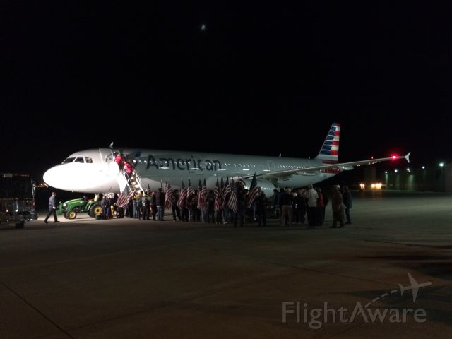 Airbus A321 (N923US) - American Airlines A321 on the ramp outside of Niswonger Aviation Technology building at the Purdue University Airport after completing the final Honor Flight for 2015.