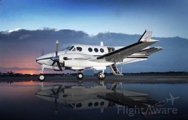Beechcraft King Air 90 (N665JK)
