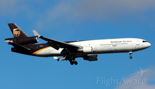 Boeing MD-11 (N285UP) - On Approach To RW 25