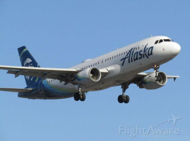 Airbus A320 (N846VA) - Landing RWY 20R