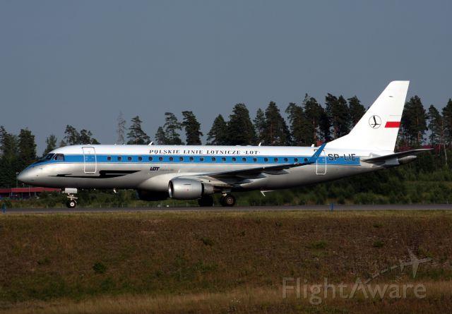 de Havilland Dash 8-400 (SP-LIE)