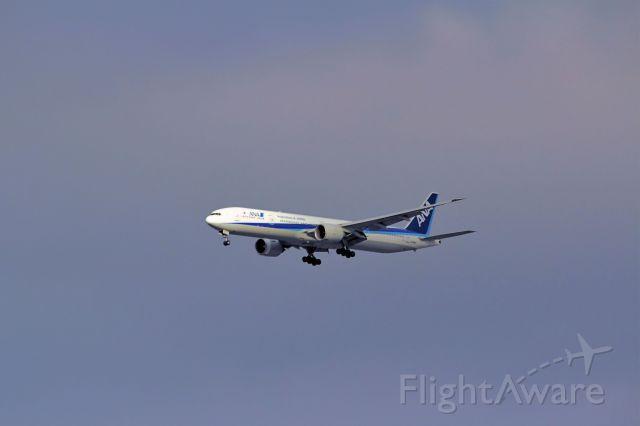 BOEING 777-300ER (JA788A) - Inbound from NRT -- ANA12