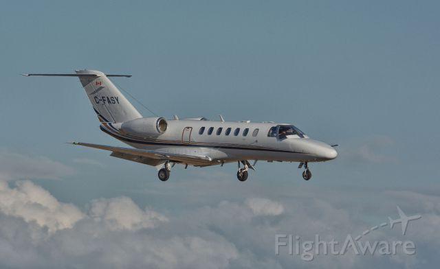 Cessna Citation V (C-FASY) - On final to CYHU. 03-04-2019