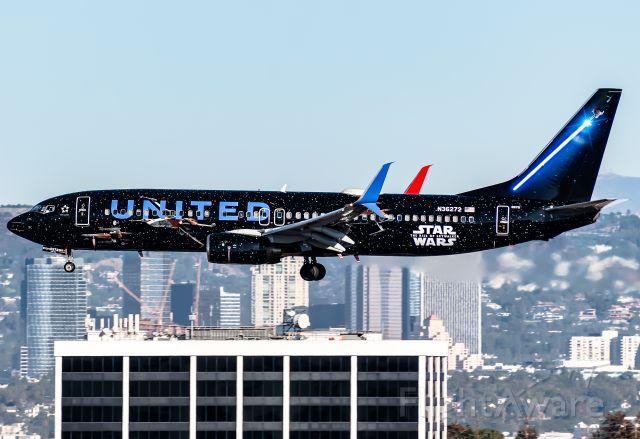 Boeing 737-800 (N36272)