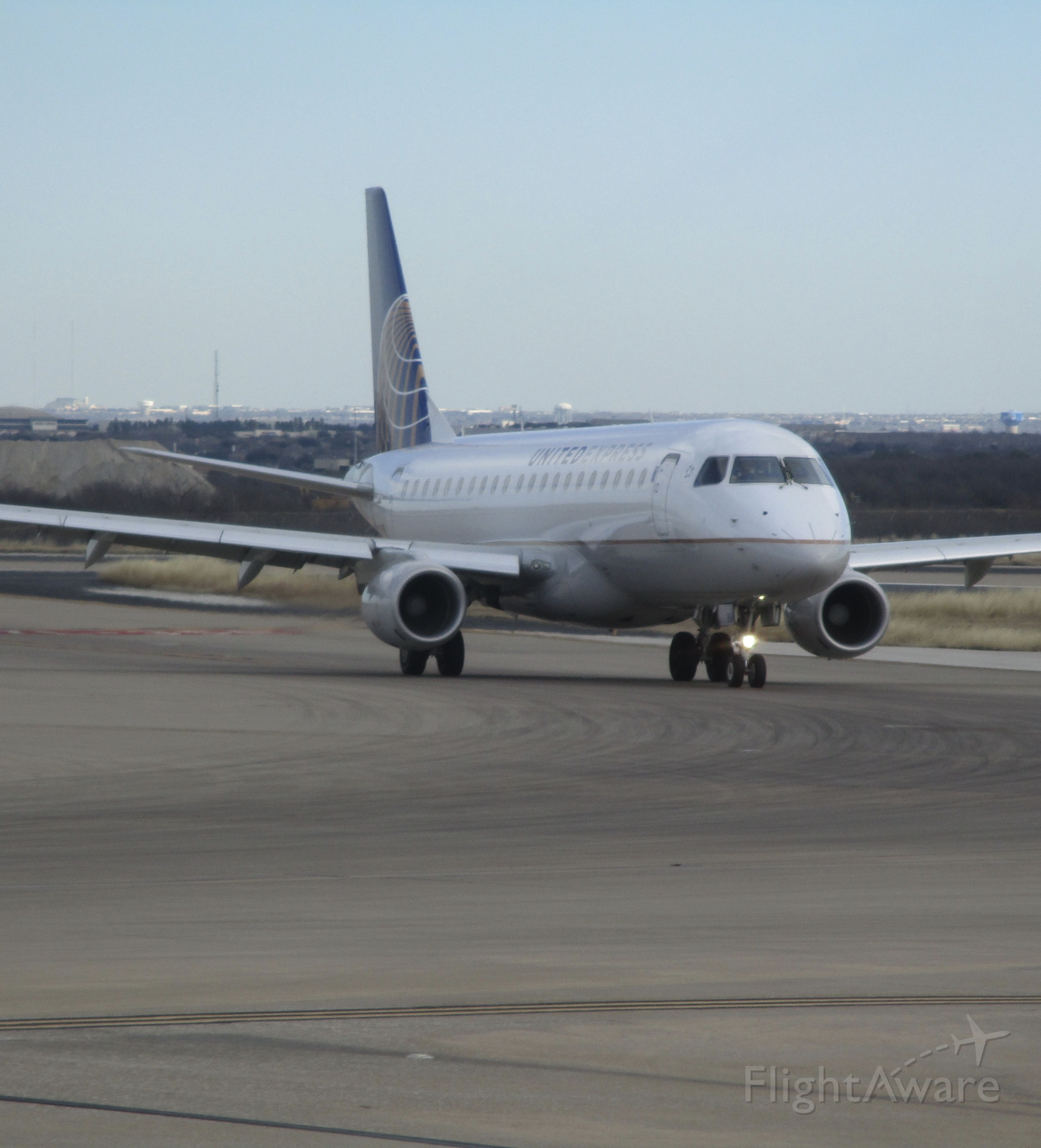Embraer 175 (N85354) - United Express flight 6252 arriving from Houston, TX