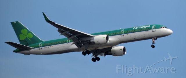 Boeing 757-200 (EI-LBT) - A minute before landing, spring 2019.