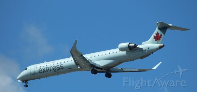 Canadair Regional Jet CRJ-900 (C-FLJZ)