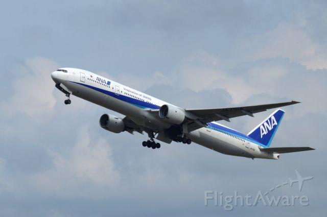 BOEING 777-300 (JA751A) - 2015-08-20