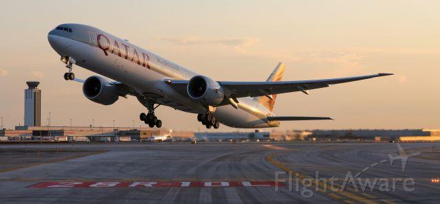 BOEING 777-300 (A7-BEL)