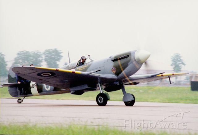 SUPERMARINE Spitfire (AB910) - Super marinebr /Spitfire AB910