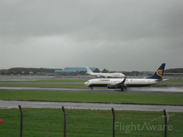 Boeing 737-800 (EI-DAE) - Taking off 31