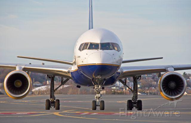 Boeing 757-200 (TF-FIJ) - Surtsey