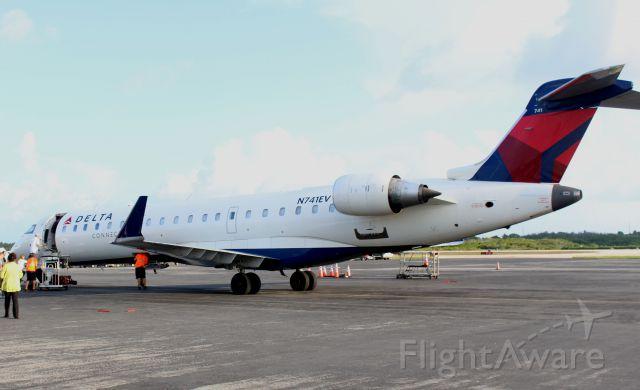 Canadair Regional Jet CRJ-700 (N741EV) - No jetway, no problem.