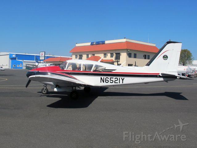 Piper Apache (N6521Y) - A very nice aircraft.