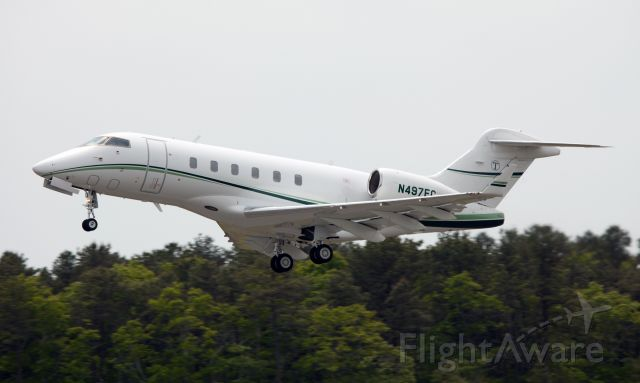 Bombardier Challenger 300 (N497EC) - Take off RW 10