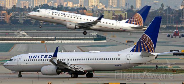 Boeing 737-800 (N14250)