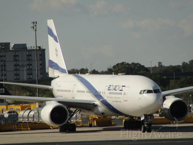 Boeing 777-200 (4X-ECA)