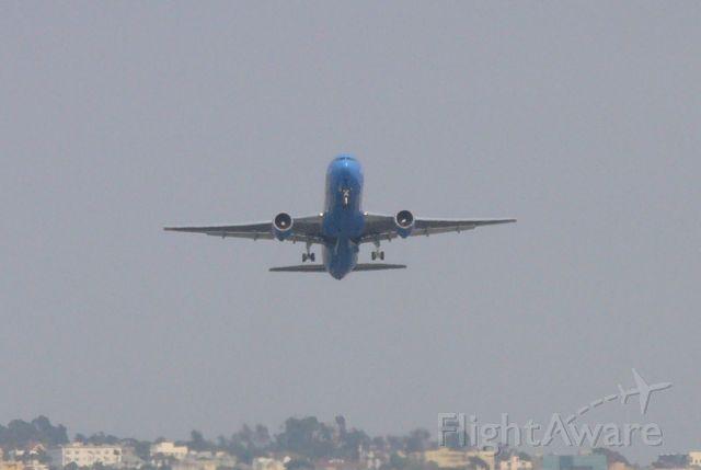 BOEING 767-300 (G-UKZM) - Gear Up! Zoom 16S departing Runway 27, 7/4/08