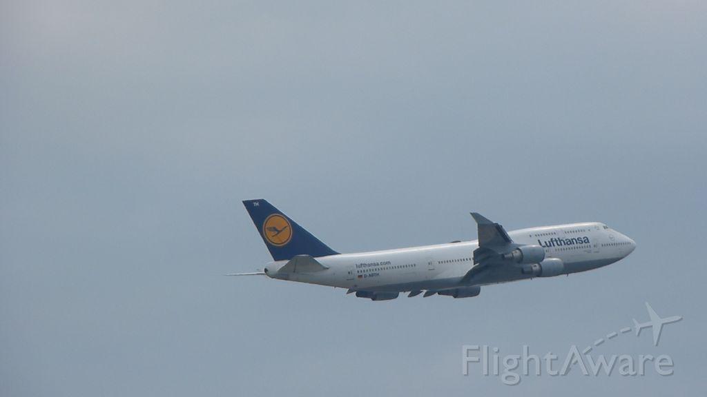 Boeing 747-400 (D-ABTH) - Die B747-400 Duisburg der Lufthansa beim Start Richtung Westen von Frankfurt. Aufgenommen am 19.05.2013.<br>A Lufthansa B747-400, named Duisburg, while Take-off to the west from Frankfurt. Picture taken on: 5/19/13