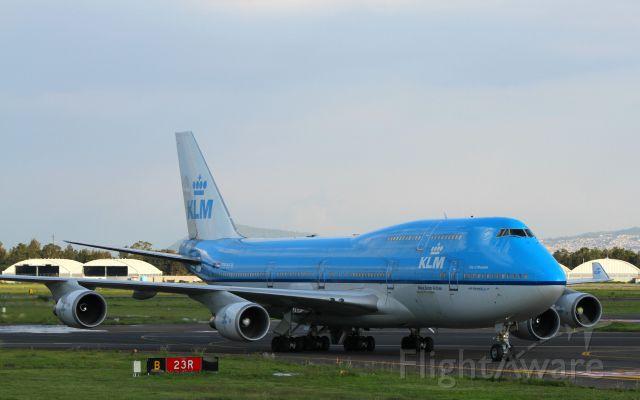 Boeing 747-400 (PH-BFW) - Your Majestybr /City of Shanghaibr /MEX-Licenciado Benito Juarezbr /Canon EOS-7D