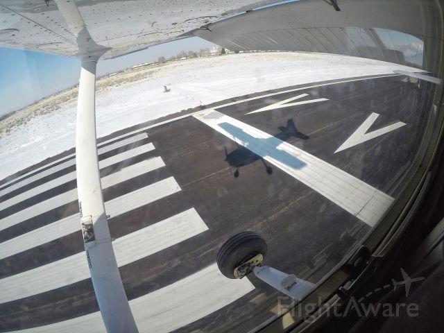 Cessna Skyhawk (N643SP) - Landing 21 KOGD