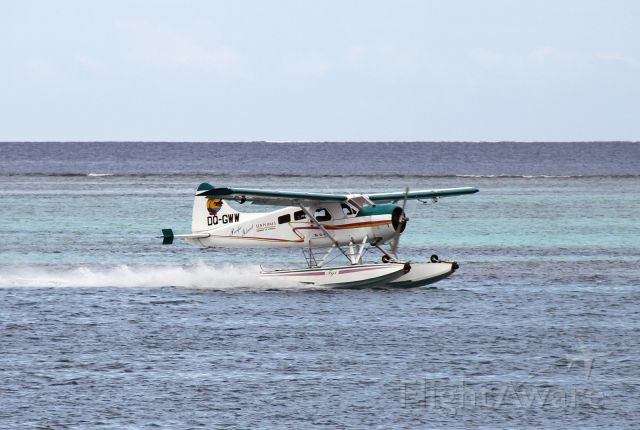 De Havilland Canada DHC-2 Mk1 Beaver (DQ-GWW) - Taking off near Castaway Island in Fiji.