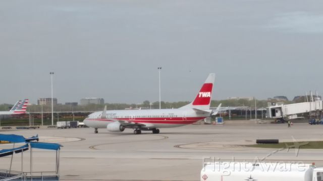 Boeing 737-800 (N915NN) - N915NN in retro TWA Heritage livery  at KORD