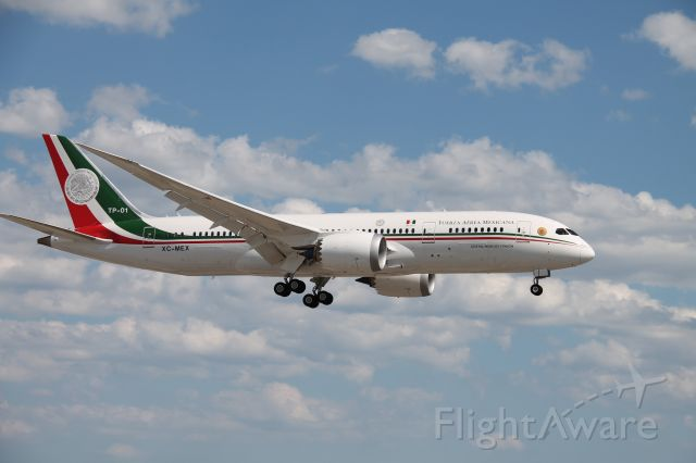 Boeing 787-8 (XC-MEX)