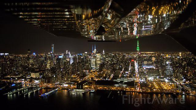 Cessna Skylane (N6453H) - New York City at night