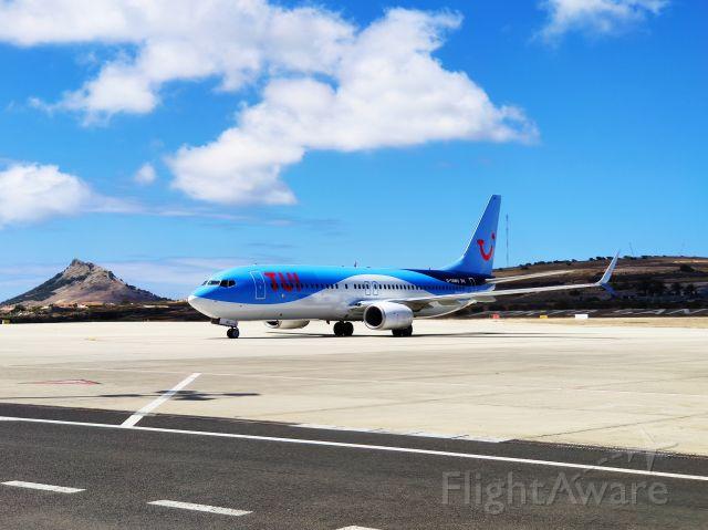Boeing 737-700 (G-TAWU)
