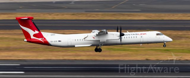 de Havilland Dash 8-400 (VH-QOB)