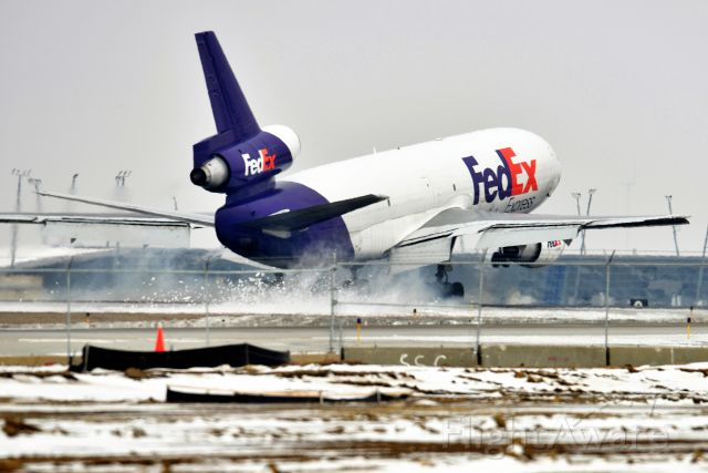 McDonnell Douglas DC-10 (N319FE) - Blowing up some snow on touchdown! 5-R  02-12-21
