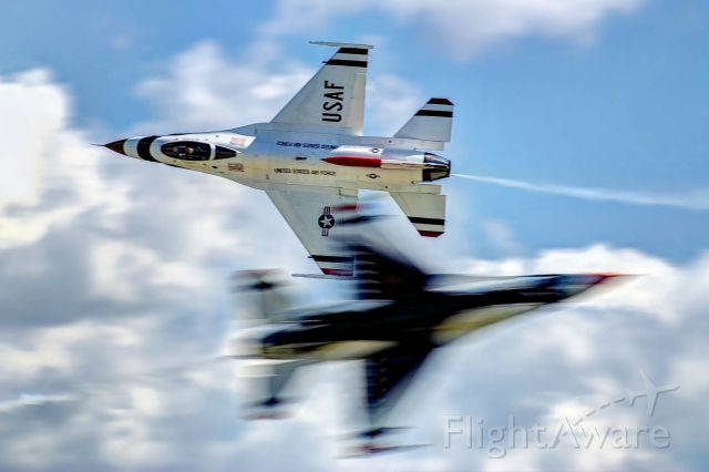 Lockheed F-16 Fighting Falcon — - One shot, one chance, nailed it. The U.S. Thunderbirds solos do an opposing pass at the Gathering of Mustangs.