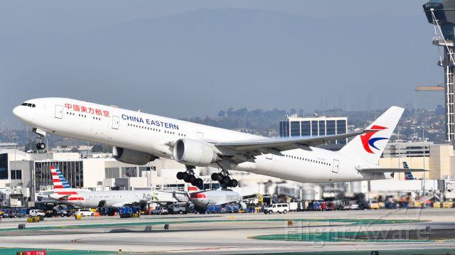 BOEING 777-300 (B-2022)