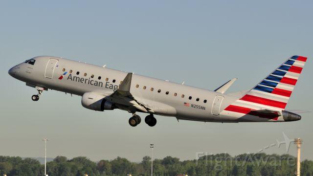 Embraer 175 (N255NN)