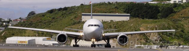 Boeing 777-200 (9V-SRM) - A widescreen image of 9V-SRM Lining up on runway 34 at Wellington Airport