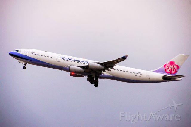 Airbus A340-300 (B-18807)